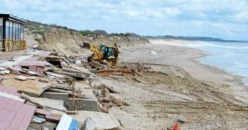 retirada escombros playa isla