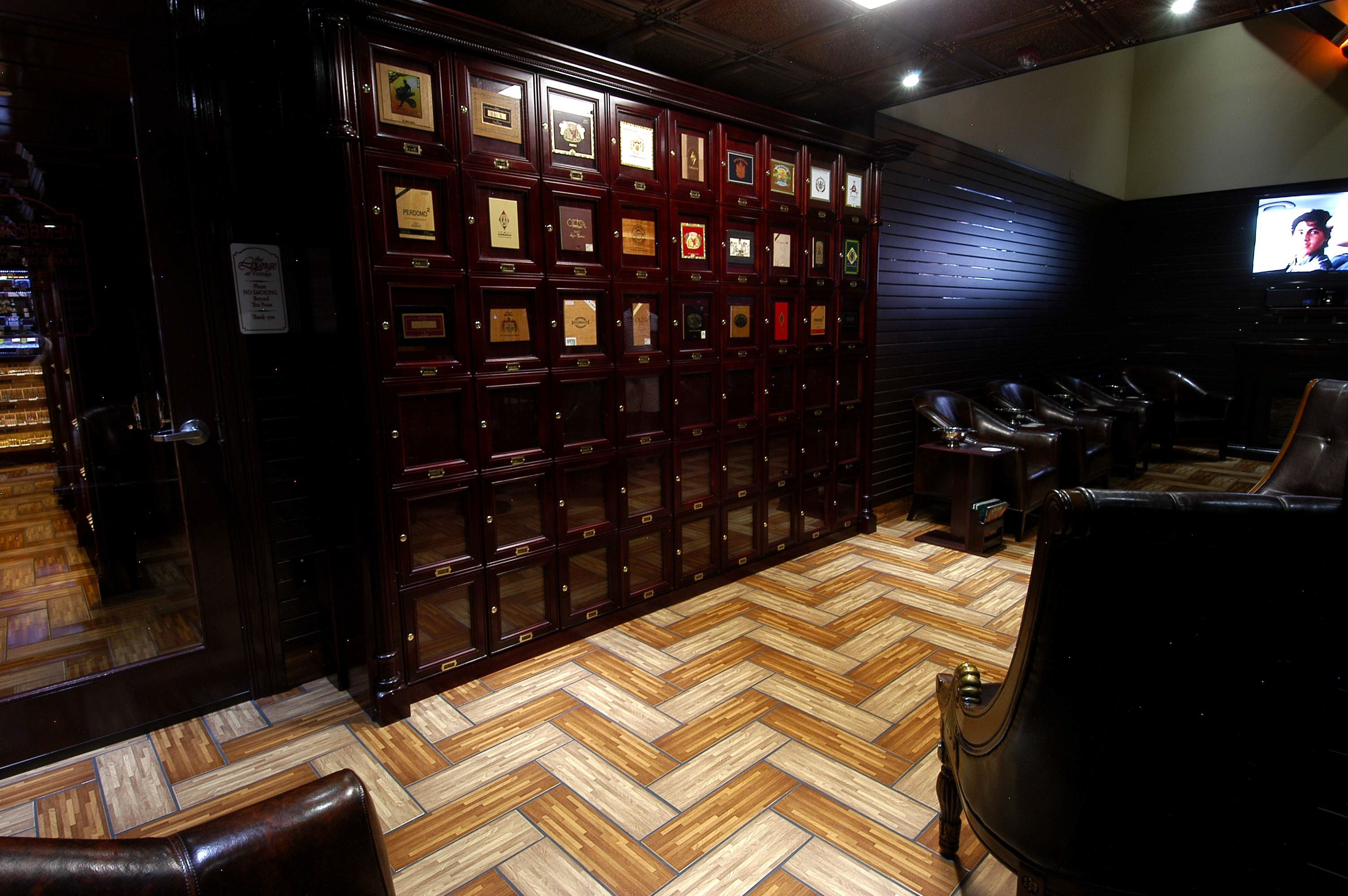 Table Lounge Humidor Store