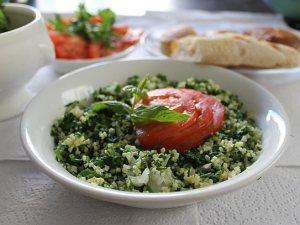 טאבולה. מהמאכלים המזוהים ביותר עם המזרח התיכון.