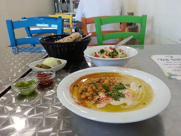 Hummus-Ami-table