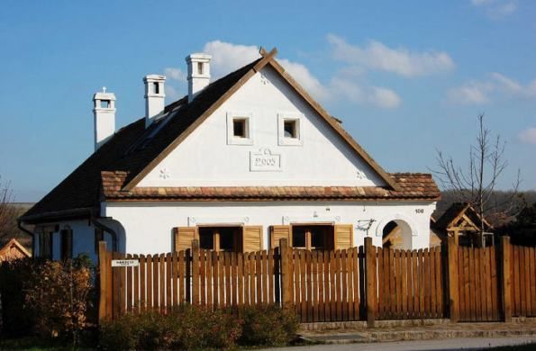 Viktor Orbán's country home in style of old adobe peasant houses