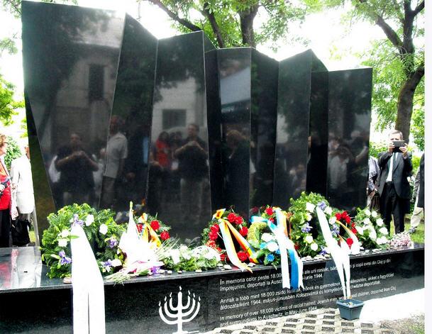 Holocaust Memoria, Cluj/Kolozsvár executed by Tibor Kolozsi following the design of Egon Márk Löwith
