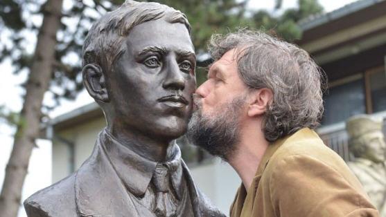 Emir Kusturica, Serbian filmmaker, and Gavrilo Princip's statue at Tovarisevo Source: balkaneu.com