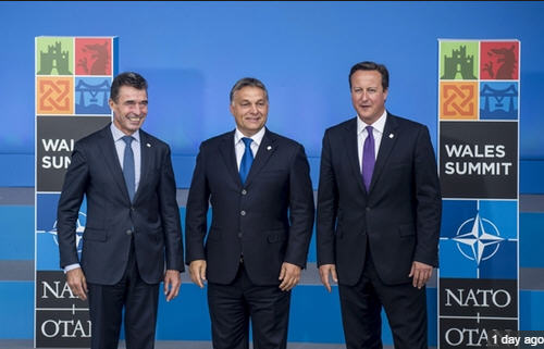 Viktor Orbán, the faithful ally, withNATO Secretary-General Anders Fogh Rasmussen and Prime Minister David Cameron
