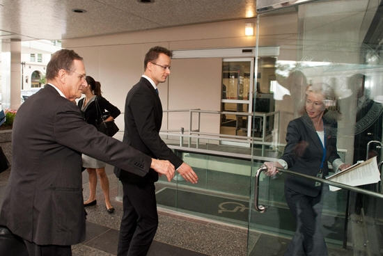 György Szapáry, Hungarian ambassador to Washington, and Péter Szijjártó MTI / Ministry of Forreign Affairs and Trade / Tamás Szémann