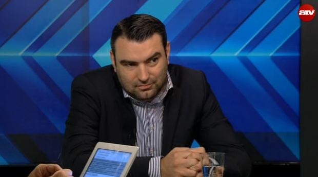 Zoltán Lomniczi, Jr. listening to Veronika Móra at ATV's program, Csatt
