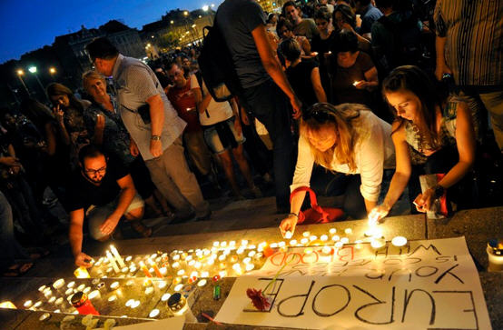 Mourning the death of the refugees at the Keleti Station in Budapest