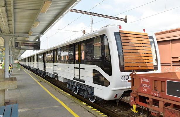 The first reburbished/new metro cars / MTI / Photo: Zoltán Máthé