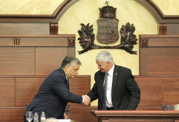 A strange scene: the prime minister bowing to the chief prosecutor