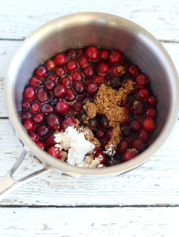 Sweet and Spicy Cranberry Sauce | @hungryfoodlove