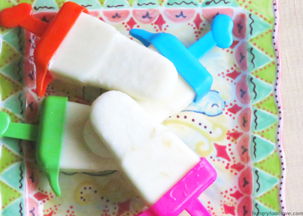 piña colada / coconut and pineapple popsicle by www.hungryfoodlove.com