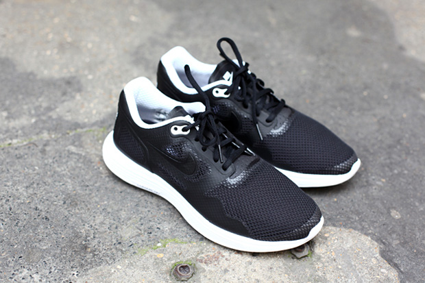 Image of Nike Lunar Flow Black/White TZ