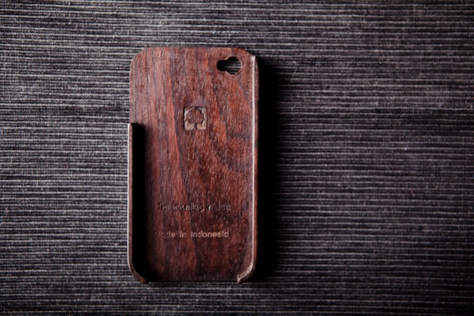 Image of BEAMS x master-piece Wooden iPhone 4 Case