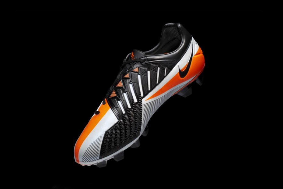 Image of Nike T90 Laser IV: Wayne Rooney's Perfect Strike