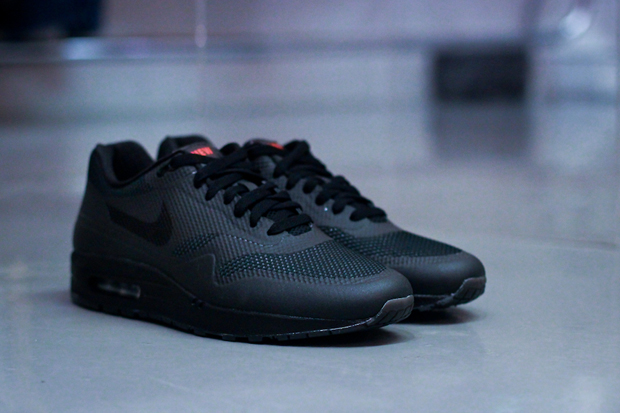 "Image of NIKEiD for England Rugby ""NEW BLOOD"" Air Max 1 Hyperfuse"