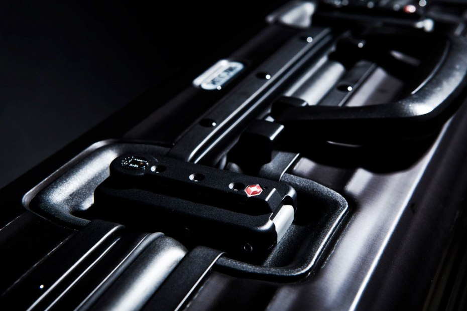 Image of RIMOWA TOPAS BLACK Luggage