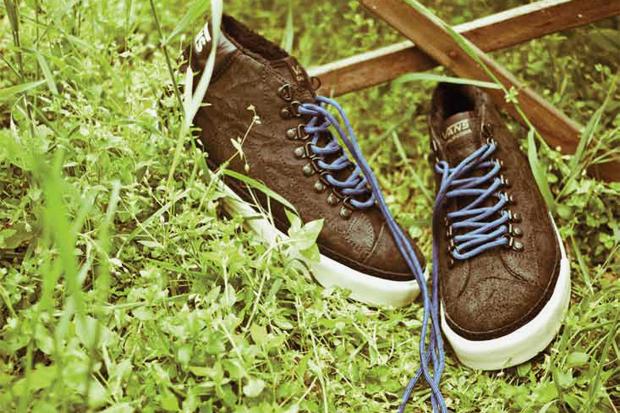 Image of Vans California 2011 Holiday Mid Skool '77 CA Hiker Pack