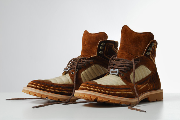 Image of White Mountaineering Norgay Embroidered Mountain Boots