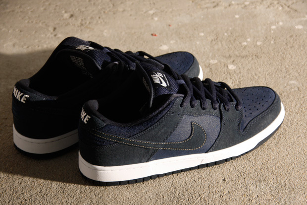 "Image of Nike SB Dunk Low Pro ""US Passport"""