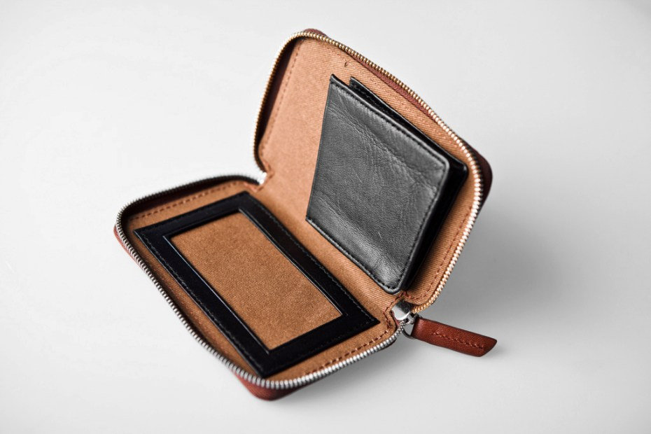 Image of WANT Les Essentiels de la Vie 2011 Holiday Bi-Fold Zip Wallet & Card Holder