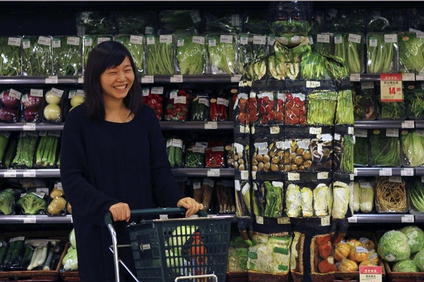 Image of Liu Bolin: Hiding at Supermarket