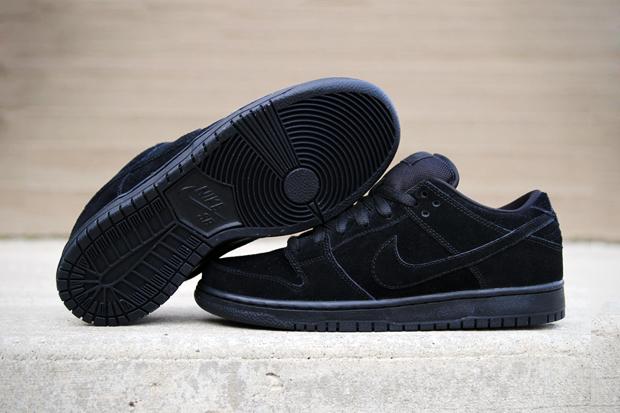 "Image of Nike SB Dunk Low Pro ""Blackout"""