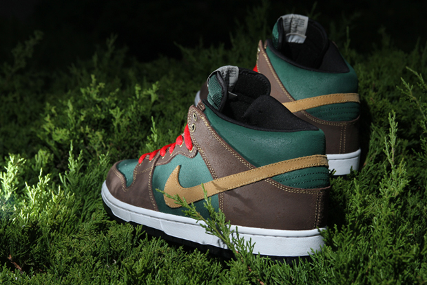 Image of Nike SB Dunk Mid Pro Noble Green
