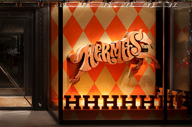 "Image of Maison Hermès Tokyo ""Alphabetic Equestrian"" by House Industries Display Window"