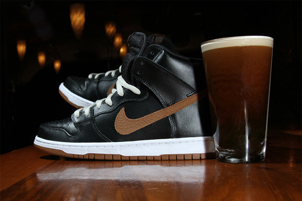 "Image of Nike SB Dunk High ""Guinness"""