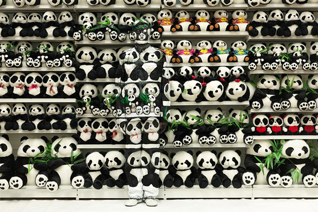 "Image of Liu Bolin ""Lost in Art"" @ Eli Klein Gallery"