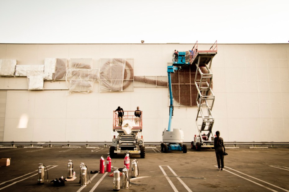 Image of Cai Guo Qiang Sets Up Aliens and Explosives at the MOCA