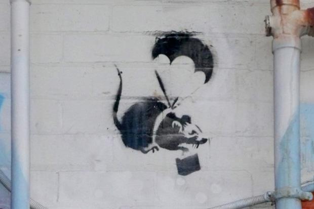 Image of Banksy's 'Parachuting Rat' in Melbourne Destroyed