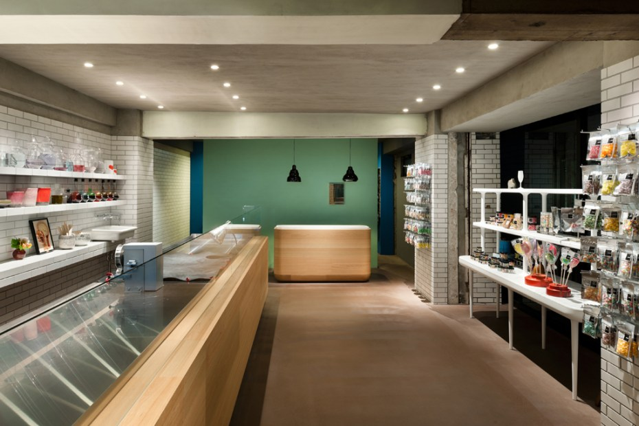"Image of Artisan Candy Shop ""Papabubble"" Yokohama by Yusuke Seki and Jaime Hayon"