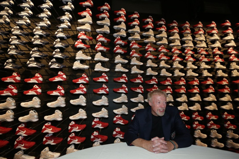 Image of Nike Co-Founder Phil Knight Inducted Into Basketball Hall of Fame