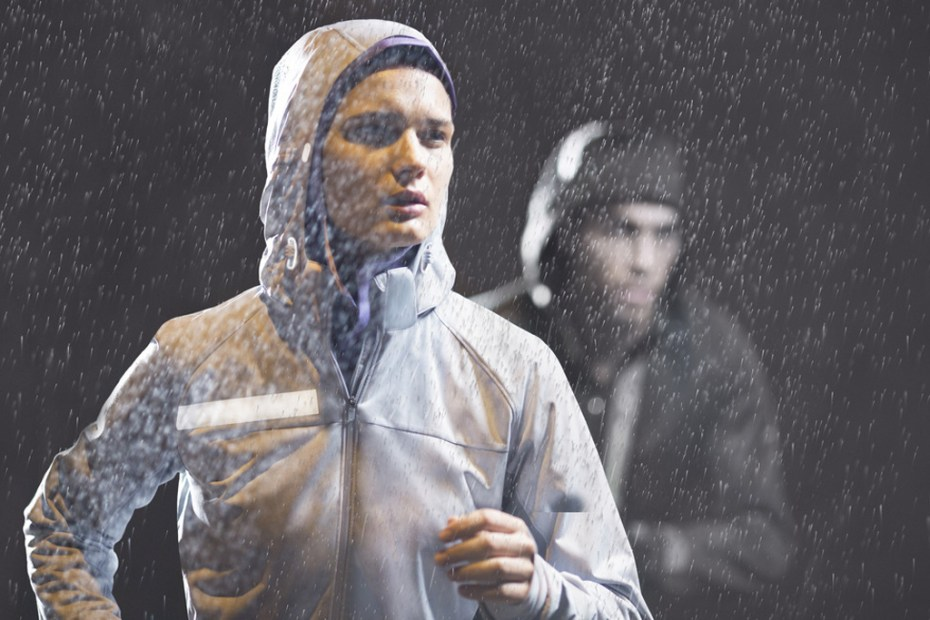 Image of Nike's 2012 Fall/Winter Running Apparel Collection Keeps You Safe and Warm