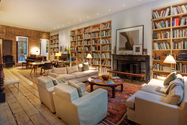 Image of Famed Photographer Annie Leibovitz Lists Her $33 Million Home in the West Village
