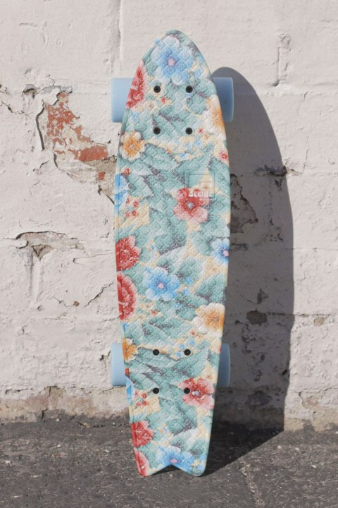 "Image of GLOBE Graphic Bantam ST ""Grandma's Couch"" Cruiser Board"