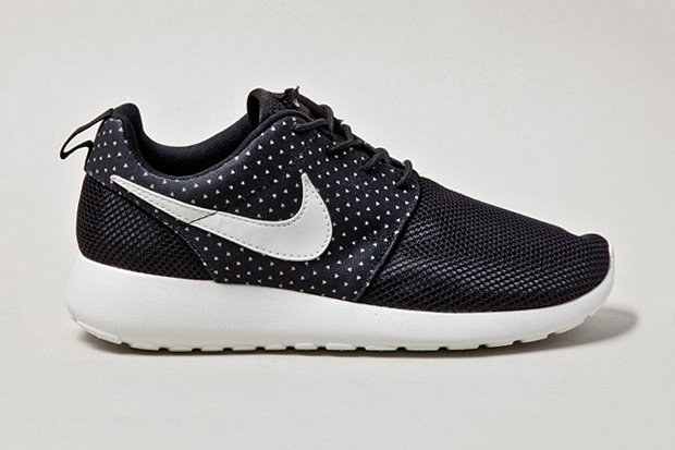 "Image of Nike Roshe Run ""Night Snow"""