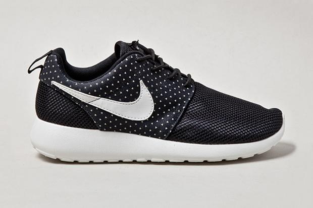 "Image of Nike Roshe Run ""Night Snow"""