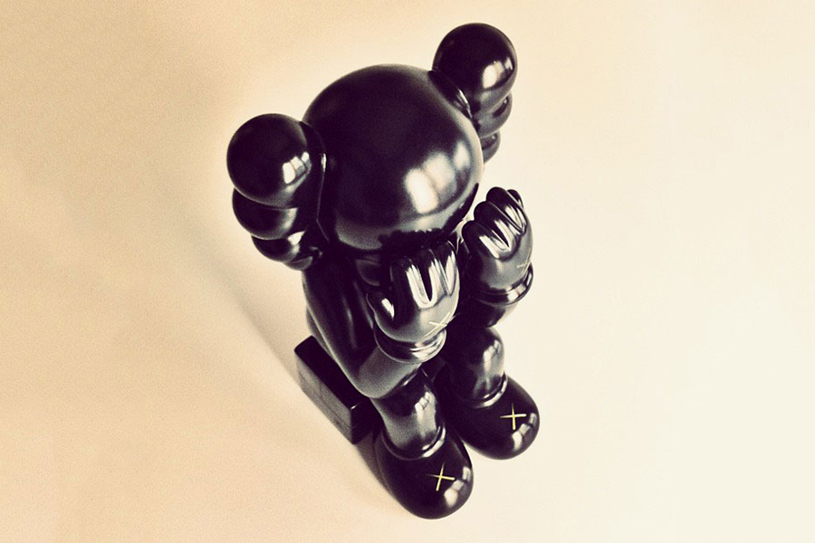 "Image of UPDATE: OriginalFake KAWS Companion ""Seated"" Black Preview"