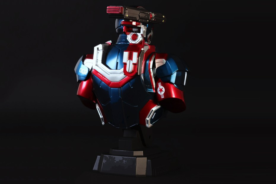 "Image of Hot Toys Iron Man 3 ""Iron Patriot"" Collectible Bust"