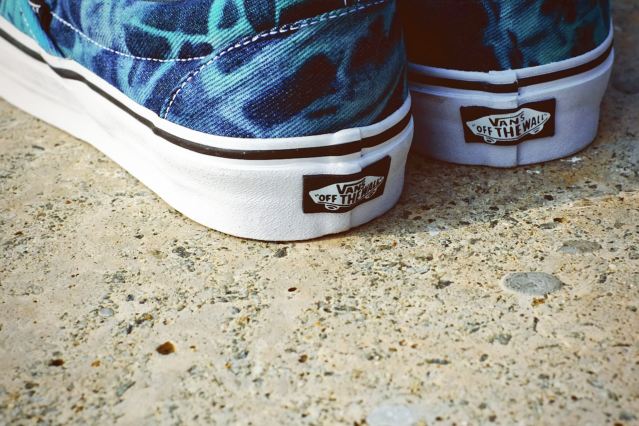 "Image of Vans 2013 Spring/Summer Classic Slip-On ""Tie Dye"""