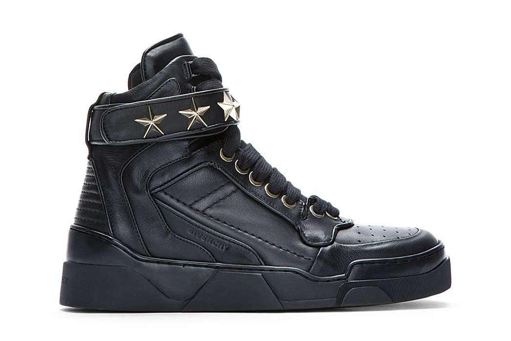Image of Givenchy Black Leather Star-Detail Sneaker
