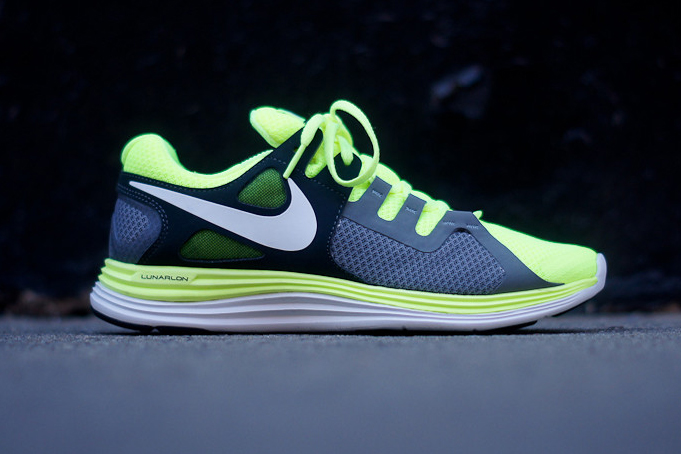 Image of Nike Lunar Flash+ Volt/Anthracite