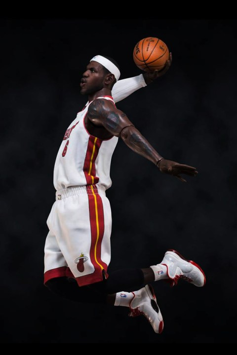 Image of LeBron James 1/6 Scale Figurine by ENTERBAY Preview