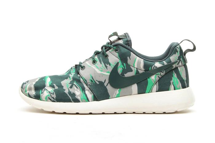 Nike roshe run green camo