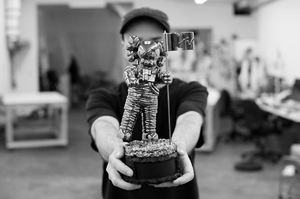 Image of KAWS Designs a New Companion Moonman for the 2013 MTV Video Music Awards in Brooklyn