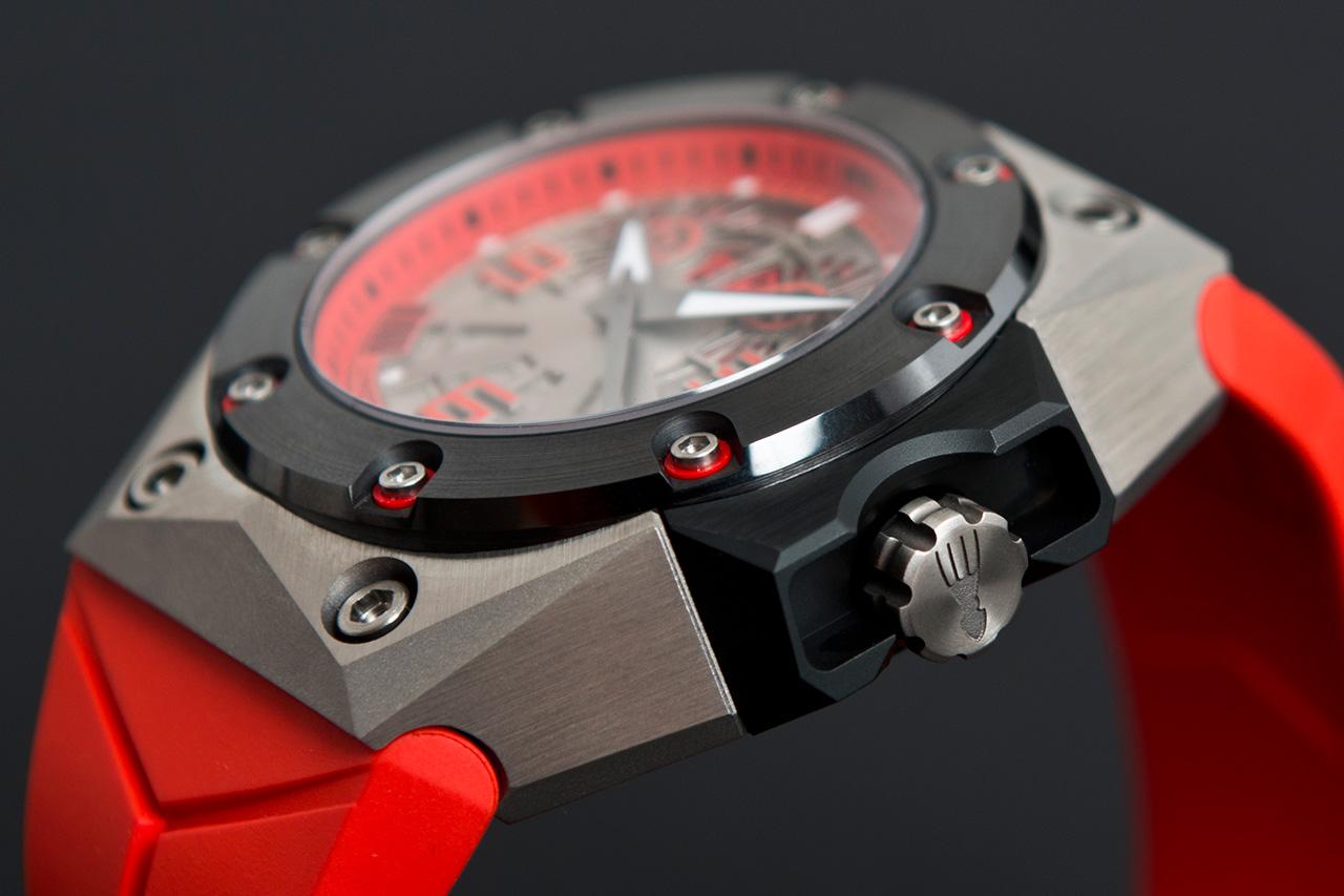 Image of Linde Werdelin Oktopus II Double Date Titanium Red