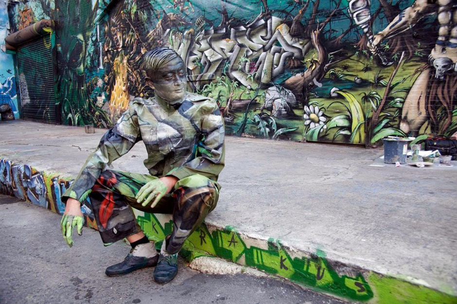 Image of Liu Bolin's Latest 'Hiding In The City' Photographs