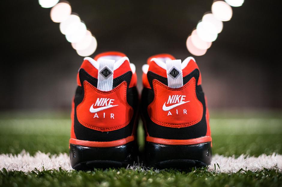 "Image of Nike Air Diamond Turf ""Challenge Red"""